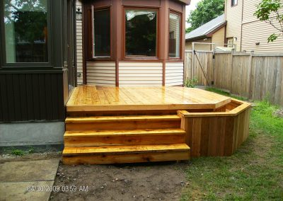 deck with planter side