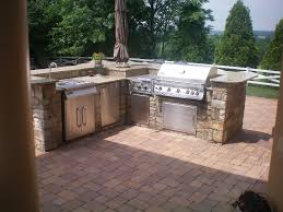 small outdoor kitchen picture